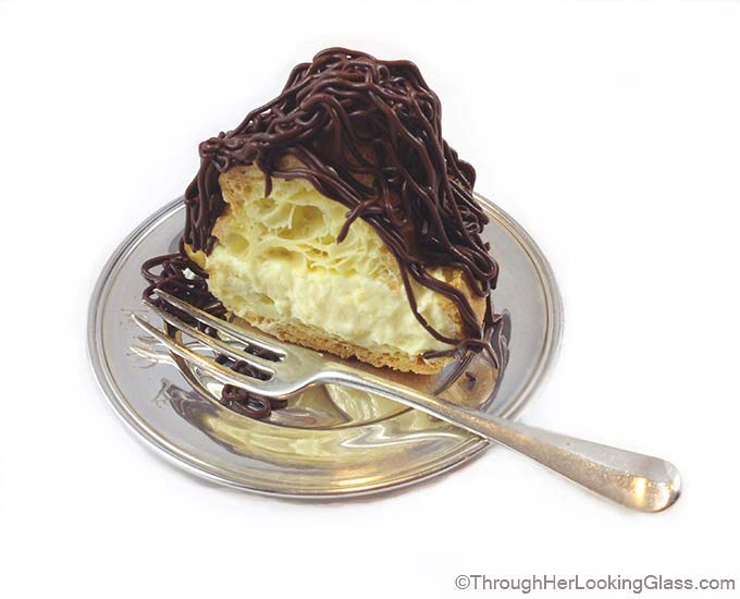 Boston Cream Eclair Cake: you just gotta love Boston! Delicious pastry cake, surprisingly simple to make.
