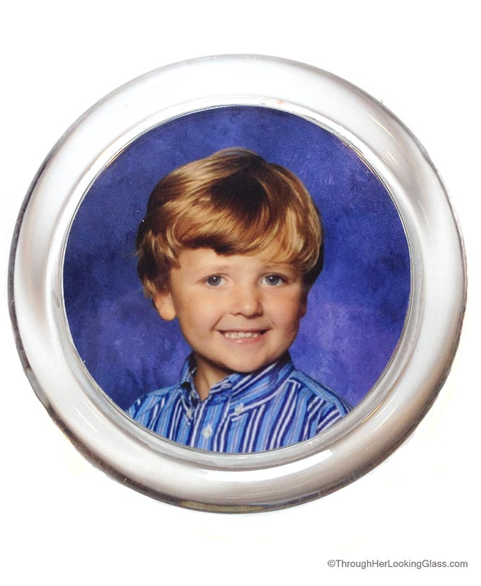 DIY Photo Paperweight. Economical last minute, personalized Christmas gift for everyone on your list.