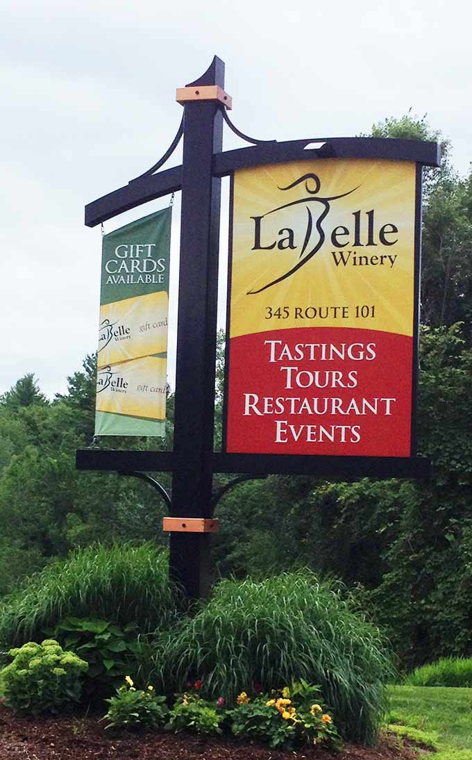 LaBelle Winery in Amherst, NH. Wine sampling, vineyard tours, organic gourmet meals,special events and winery tours. La Belle Winery is a destination.