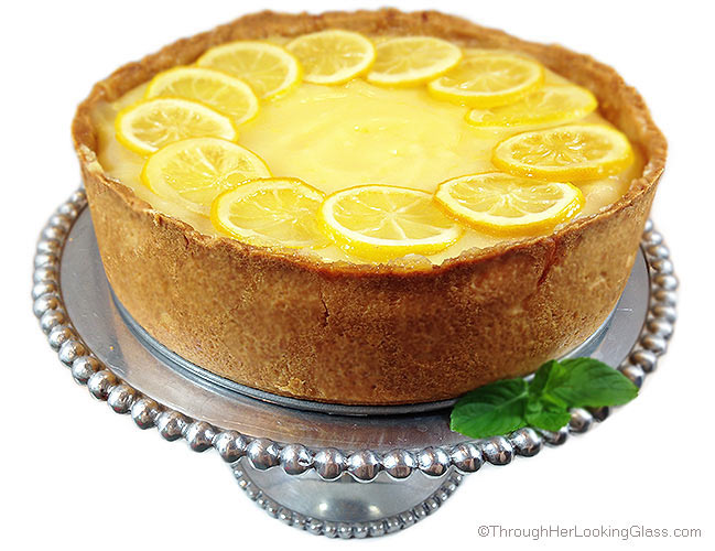 Lemon Bar Cheesecake. Deliciously sweet and crunchy crust, creamy cheesecake and tangy homemade lemon curd. All garnished with tart candied lemons.