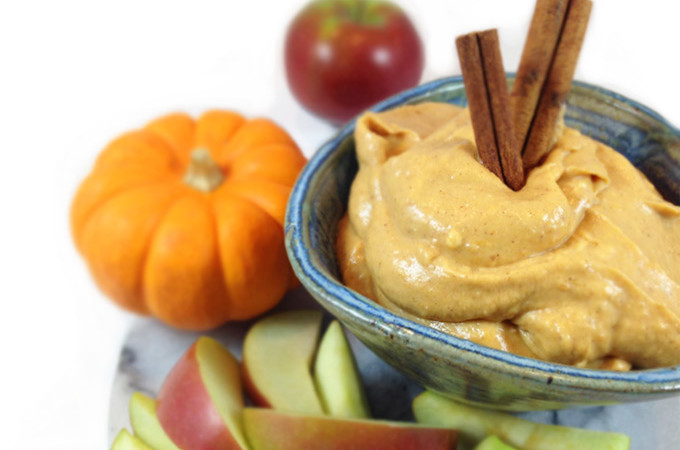 Pumpkin Maple Dip: mouth watering sweet dip for apples, pretzels and gingersnaps. 5 minutes and 5 ingredients. Delicious sweet pumpkin and maple syrup...