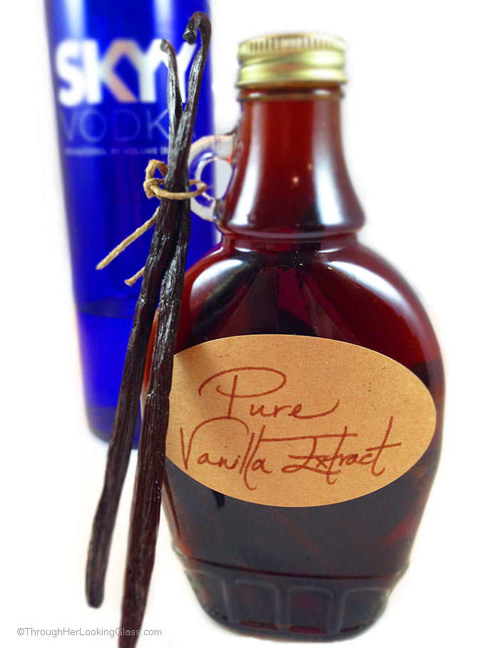 DIY Pure Vanilla Extract lends deep, authentic flavor to cakes, cookies, candy, ice cream & a million other treats. 2 ingredients. 5 minutes. Great gift!