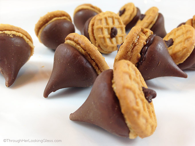 Perfect little party snacker: Peanut Butter & Chocolate Acorns