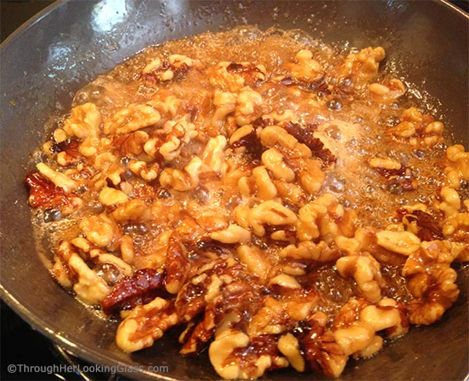 Caramelized Maple Walnuts: my newest addiction. Pure maple syrup makes ...