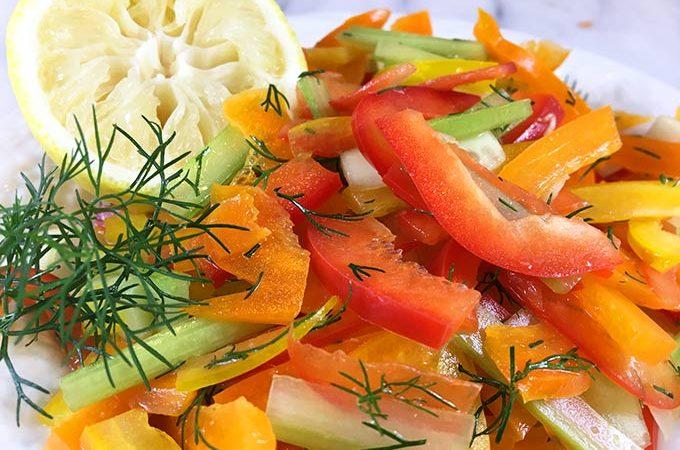 Fresh Dill Bell Pepper Salad: julienned bell pepper matchsticks mingle w/ chopped dill & lemon juice vinaigrette. Bright & colorful crunchy summer salad!