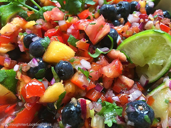 Fresh Peach Blueberry Salsa: fruity salsa with a delicious bite! This fresh salsa is so addictive. The peaches and blueberries are a sweet surprise!