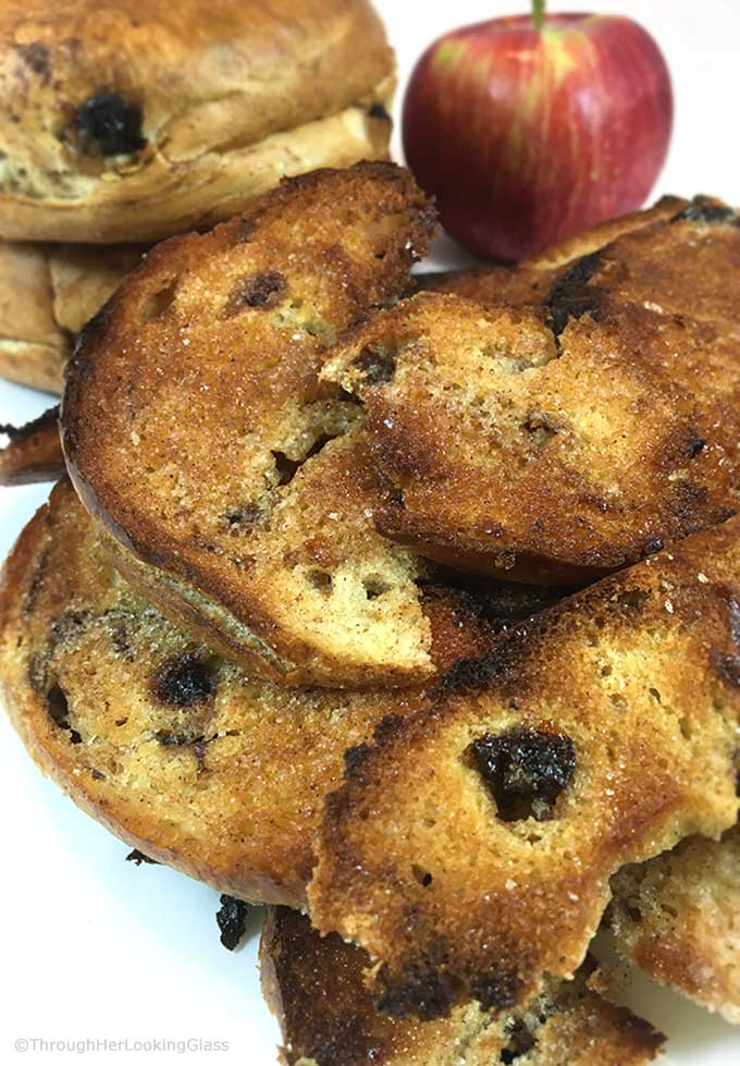 Crispy Cinnamon Raisin Bagel Chips Recipe: make your own addictive bagel chips at home. Easy snack and the perfect yummy with breakfast or brunch.