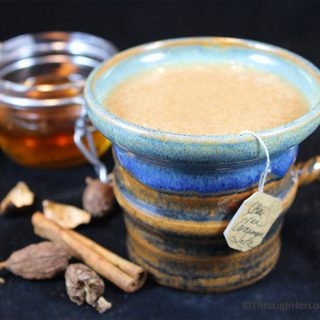 Honey Chai Cardamom Tea Latte: a silky smooth, comforting latte for the colder winter months. Chai tea, black cardamom, Silk Cashewmilk and honey simmer together, creating a uniquely healthy and indulgent mugful of spicy delicious!